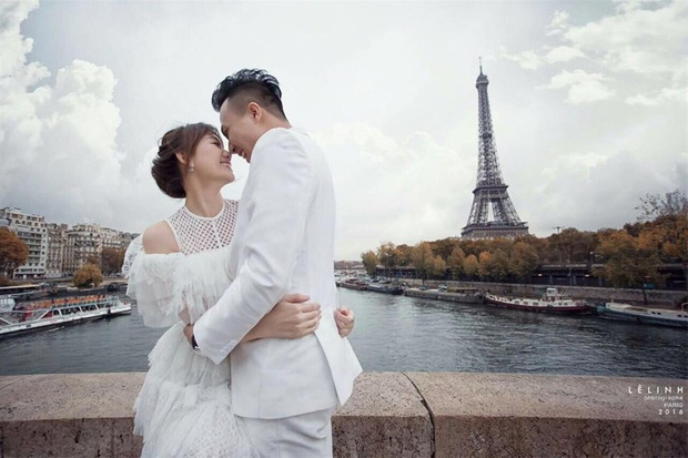 Đang hôn nhau say đắm dưới tháp Eiffel kỉ niệm 1200 ngày yêu, Trấn Thành - Hari Won phải ngừng lại vì bị phá đám - Ảnh 5.