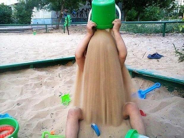 Chùm ảnh chứng minh trẻ con ngoài đáng yêu ra còn có những lúc rất nguy hiểm khiến người lớn phải khóc thét - Ảnh 8.