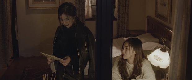 Trùng hợp thú vị: Ra mắt cùng ngày, Hương Tràm cũng chọn đề tài cặp sinh đôi yêu một người như MV của Nguyễn Trọng Tài - Ảnh 3.