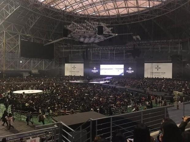 So sánh màn hình led trong concert của boygroup: BTS kiếm bộn tiền nhưng công ty đầu tư tệ hơn EXO và Wanna One - Ảnh 3.