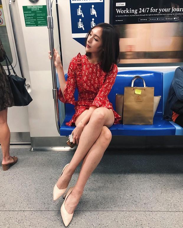 Bị chụp lén trên tàu điện ngầm vẫn thần thái hơn người nhưng danh tính cô nàng mới thực sự gây choáng - Ảnh 1.