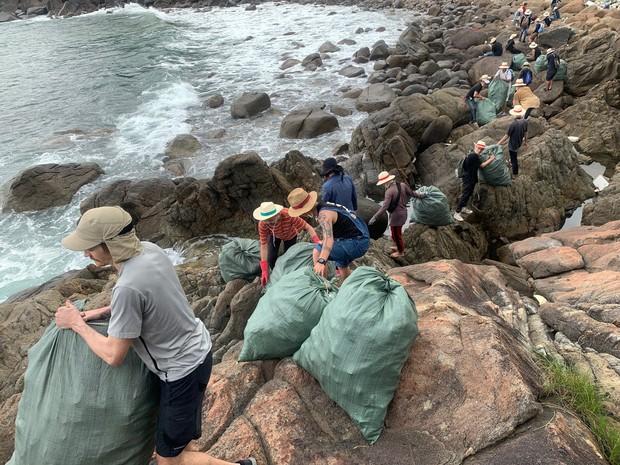 #ChallengeForChange chứng minh sức sống bền bỉ của mình: 2 tháng, 10 lần dọn vệ sinh và 700 bao rác được thu gom ở Sơn Trà - Ảnh 5.