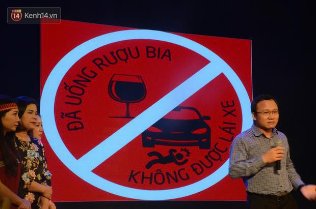 200 người đeo logo Đã uống rượu bia, không được lái xe đến đêm diễn ủng hộ gia đình nữ nhân viên Nhà hát Kịch bị ô tô tông tử vong - Ảnh 15.
