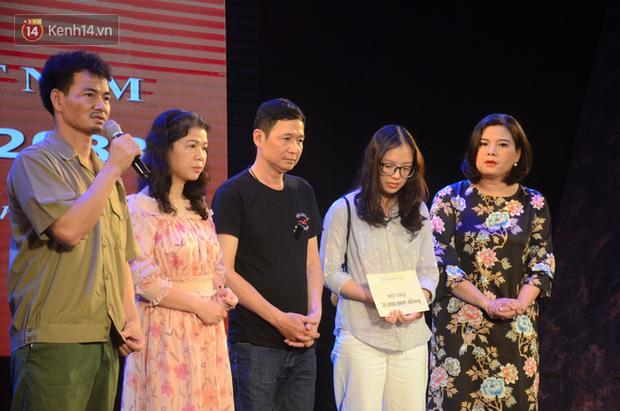 200 người đeo logo Đã uống rượu bia, không được lái xe đến đêm diễn ủng hộ gia đình nữ nhân viên Nhà hát Kịch bị ô tô tông tử vong - Ảnh 16.