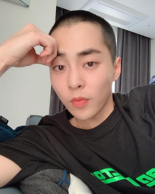 Dậy sóng trước hình anh cả Xiumin cạo đầu để mai nhập ngũ, nhưng bình luận của loạt thành viên EXO mới gây chú ý - Ảnh 3.