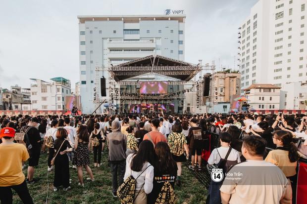 Giới trẻ Sài Gòn cùng loạt nghệ sĩ đình đám như Vũ, Đen Vâu, Suboi hoà mình vào bữa tiệc âm nhạc hoành tráng tại Thơm Music Festival - Ảnh 13.