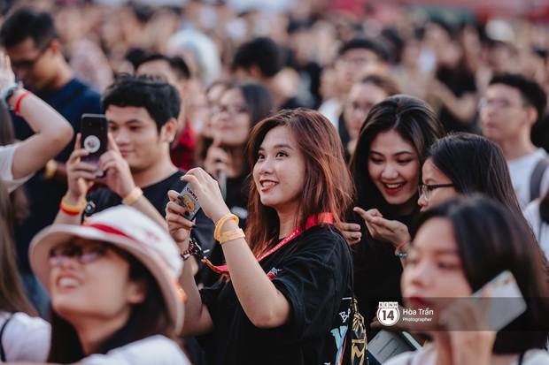 Giới trẻ Sài Gòn cùng loạt nghệ sĩ đình đám như Vũ, Đen Vâu, Suboi hoà mình vào bữa tiệc âm nhạc hoành tráng tại Thơm Music Festival - Ảnh 9.