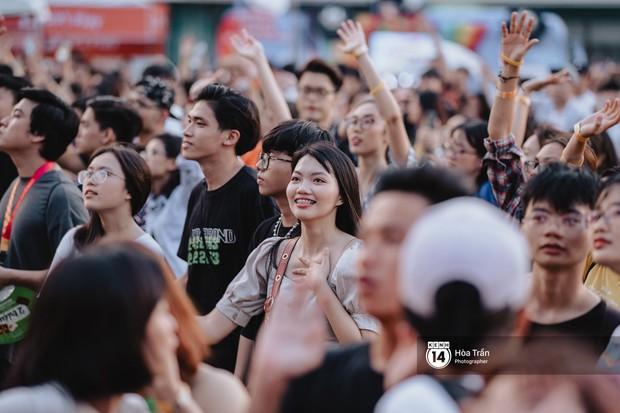 Giới trẻ Sài Gòn cùng loạt nghệ sĩ đình đám như Vũ, Đen Vâu, Suboi hoà mình vào bữa tiệc âm nhạc hoành tráng tại Thơm Music Festival - Ảnh 21.