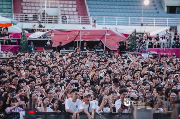 Giới trẻ Sài Gòn cùng loạt nghệ sĩ đình đám như Vũ, Đen Vâu, Suboi hoà mình vào bữa tiệc âm nhạc hoành tráng tại Thơm Music Festival - Ảnh 7.