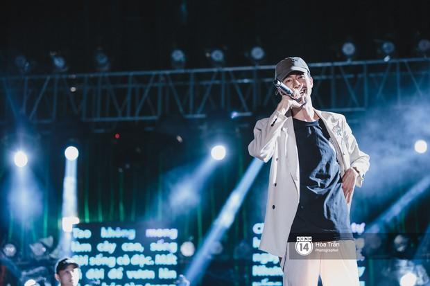 Giới trẻ Sài Gòn cùng loạt nghệ sĩ đình đám như Vũ, Đen Vâu, Suboi hoà mình vào bữa tiệc âm nhạc hoành tráng tại Thơm Music Festival - Ảnh 4.