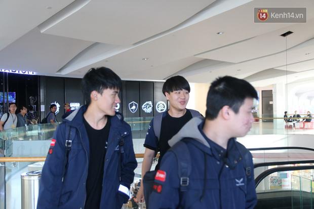 Chuyên nghiệp như MSI 2019, game thủ đến nhà thi đấu được hộ tống bởi vệ sĩ đẹp trai - Ảnh 2.