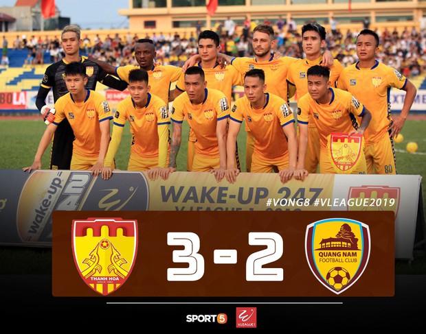 CLB Thanh Hoá thoát kiếp cuối bảng, TP HCM đòi lại ngôi đầu từ Hà Nội FC đầy kịch tính - Ảnh 1.