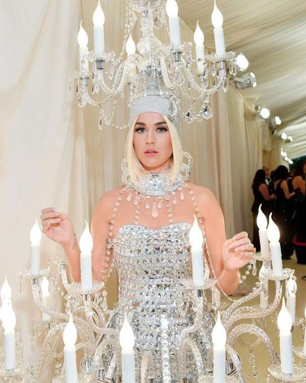 Nhìn vào bộ trang phục của Katy Perry tại Met Gala, hội chị em háu ăn chỉ có thể thốt lên: Ôi ngon mắt quá! - Ảnh 1.