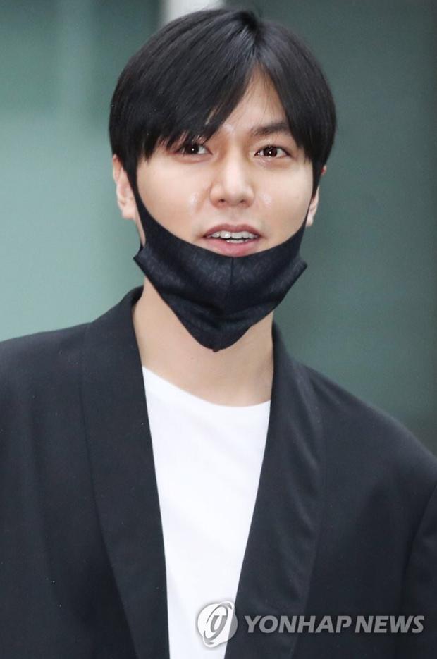 10 năm lột xác ngoại hình của Lee Min Ho: Từ nam thần Vườn sao băng thành tài tử với loạt màn tăng cân gây sốc - Ảnh 33.