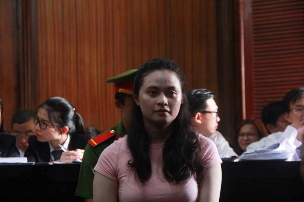 Hot girl Ngọc Miu - mắt xích vụ ma túy khủng liên tục rơi nước mắt và lý giải về biệt danh trước tòa - Ảnh 2.