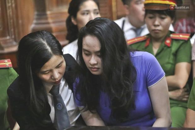 Kết thúc phiên xử đầu tiên: Hot girl Ngọc Miu xúc động vì gặp người thân, Văn Kính Dương vẫn tỏ ra bình thản - Ảnh 11.