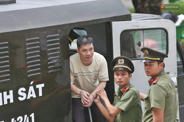 Kết thúc phiên xử đầu tiên: Hot girl Ngọc Miu xúc động vì gặp người thân, Văn Kính Dương vẫn tỏ ra bình thản - Ảnh 1.