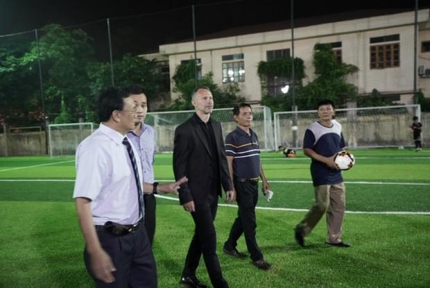 Huyền thoại Manchester United chung tay phát triển bóng đá học đường ở Việt Nam - Ảnh 2.
