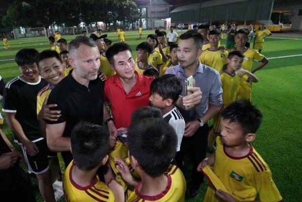 Huyền thoại Manchester United chung tay phát triển bóng đá học đường ở Việt Nam - Ảnh 6.