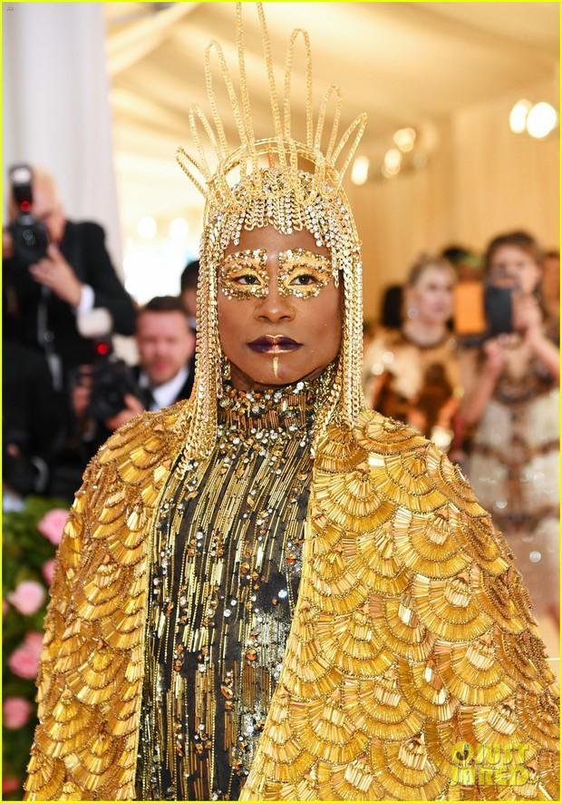 Chân dung đằng sau lớp make-up của thánh làm lố Pharaoh dát vàng suýt vượt mặt Lady Gaga tại Met Gala 2019 - Ảnh 3.