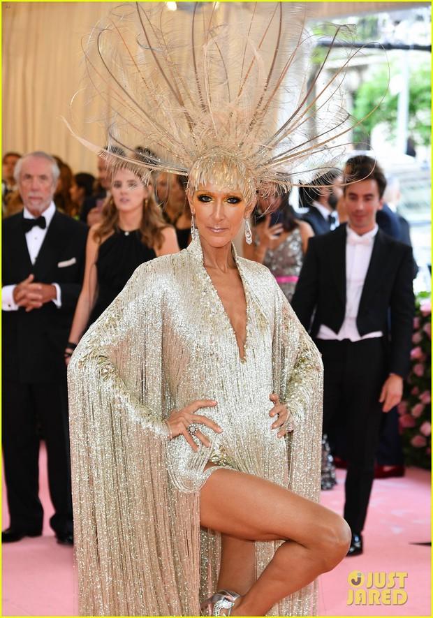 Từ thảm họa bộ xương di động, Celine Dion xuất sắc thoát xác thành bà hoàng thảm đỏ Met Gala năm nay! - Ảnh 1.