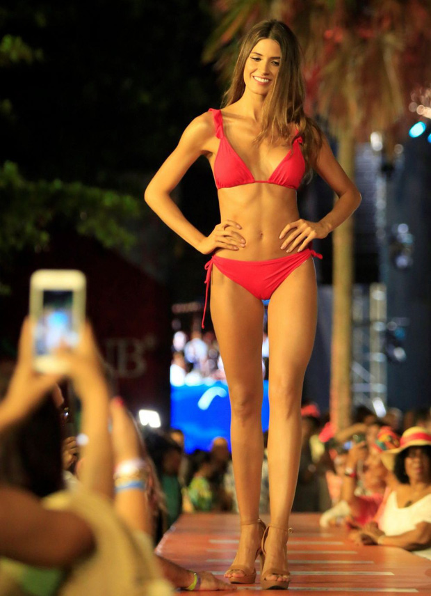 Đối thủ Hoàng Thùy tại Miss Universe 2019: Từ cơ bụng 6 múi đến thành tích cực khủng đủ sức nuốt chửng bất cứ người đẹp nào! - Ảnh 12.