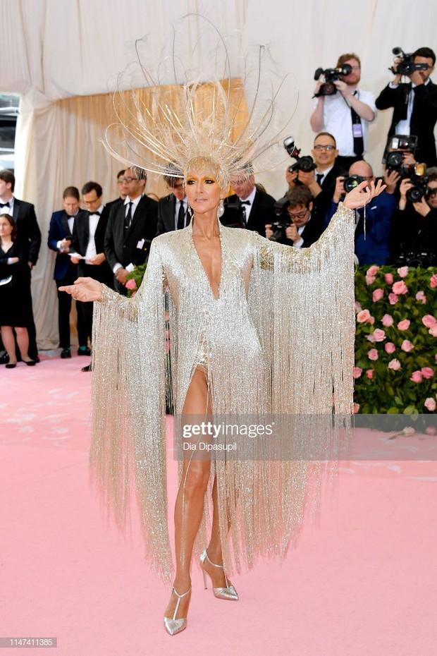 Từ thảm họa bộ xương di động, Celine Dion xuất sắc thoát xác thành bà hoàng thảm đỏ Met Gala năm nay! - Ảnh 2.