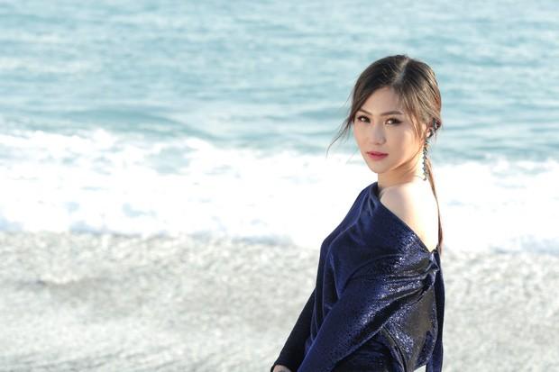 Trùng hợp thú vị: Ra mắt cùng ngày, Hương Tràm cũng chọn đề tài cặp sinh đôi yêu một người như MV của Nguyễn Trọng Tài - Ảnh 2.