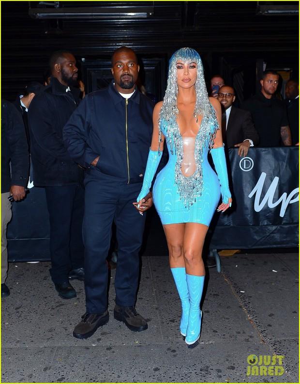 Tiệc hậu Met Gala 2019: Kim Kardashian và Kylie diện váy diêm dúa khoe vòng 1 ngồn ngộn, Kendall lộ chân siêu dài - Ảnh 1.