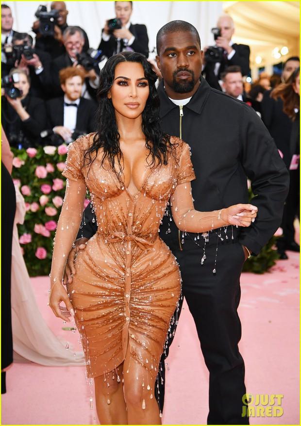 Gia đình chuyên làm lố nhà Kardashian gây thất vọng ở Met Gala 2019 vì sến rện, may có cặp chị em Jenner cứu lại! - Ảnh 4.