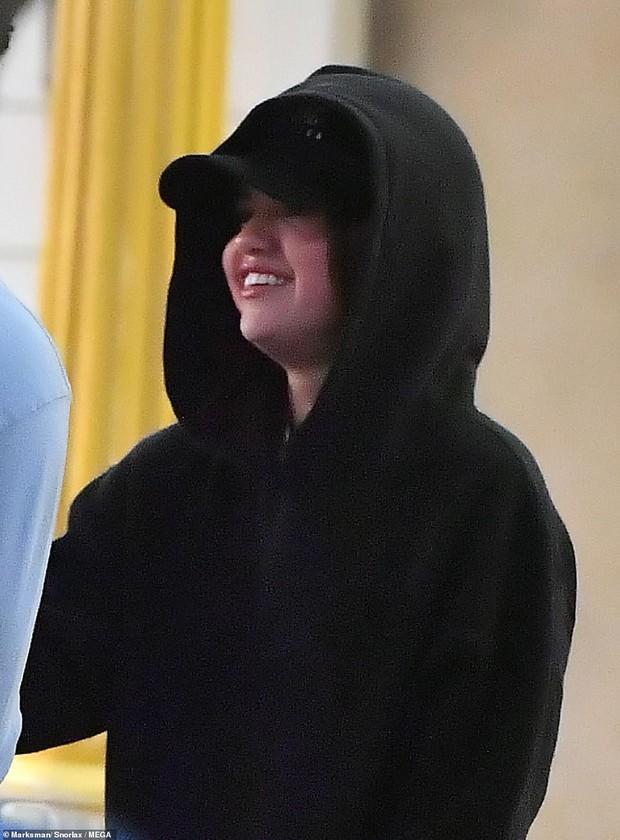 Rò rì hình ảnh Selena Gomez thân mật cùng trai lạ, cuối cùng đã có tình mới sau nhiều năm chia tay Justin? - Ảnh 1.