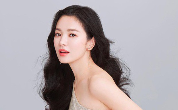 Mặc scandal tiểu tam đe doạ hôn nhân, Song Joong Ki và Song