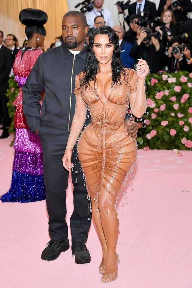 Met Gala 2019 (P2): Kylie và Kendall nổi nhất hội, Kim diện váy chảy nước ảo diệu nhưng bó nghẹt thở - Ảnh 2.