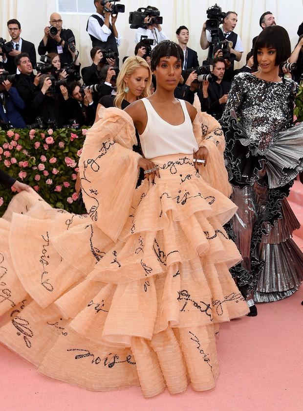 Met Gala 2019 (P2): Kylie và Kendall nổi nhất hội, Kim diện váy chảy nước ảo diệu nhưng bó nghẹt thở - Ảnh 6.
