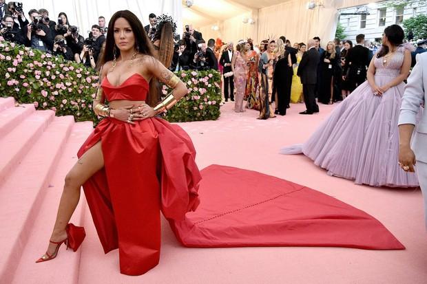 Met Gala 2019 (P2): Kylie và Kendall nổi nhất hội, Kim diện váy chảy nước ảo diệu nhưng bó nghẹt thở - Ảnh 15.