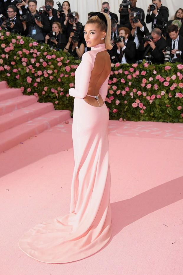 Met Gala 2019 (P2): Kylie và Kendall nổi nhất hội, Kim diện váy chảy nước ảo diệu nhưng bó nghẹt thở - Ảnh 18.