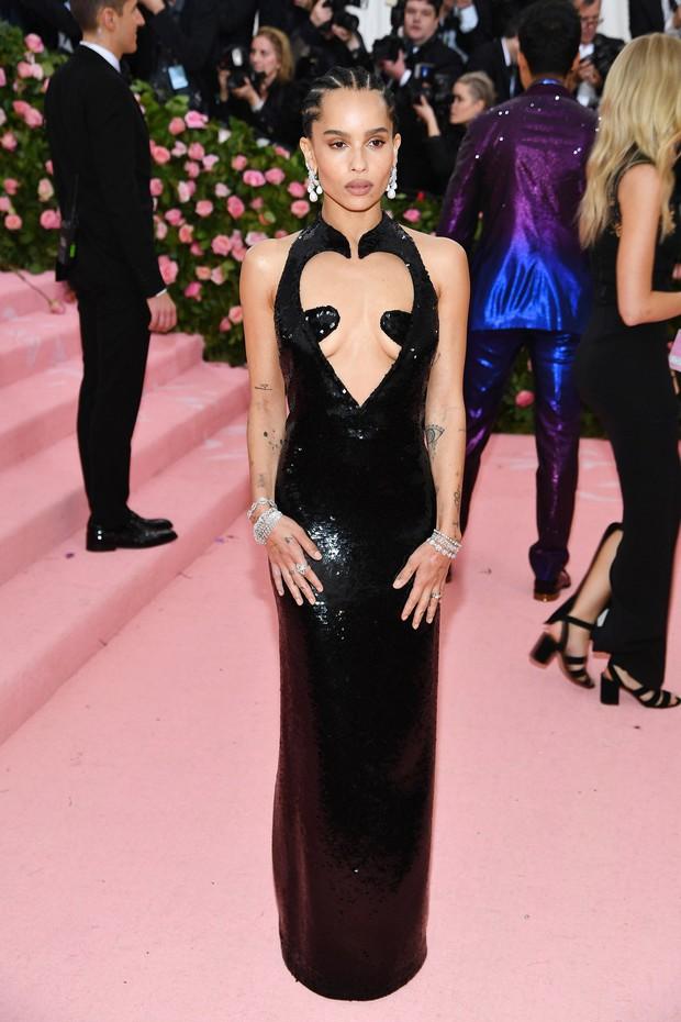 Met Gala 2019 (P2): Kylie và Kendall nổi nhất hội, Kim diện váy chảy nước ảo diệu nhưng bó nghẹt thở - Ảnh 19.
