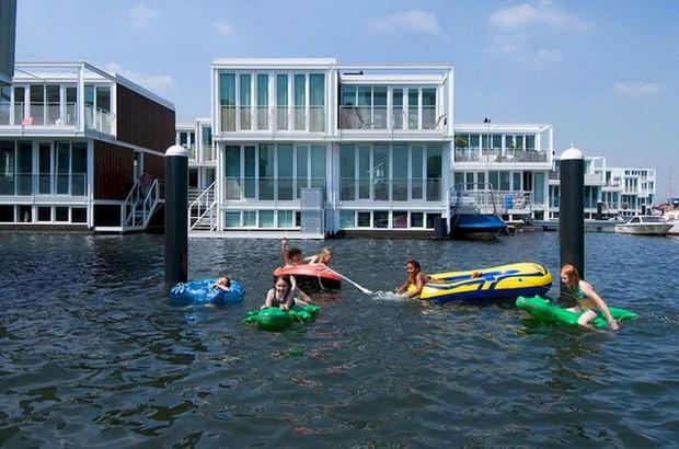 Chiêm ngưỡng cả trăm ngôi nhà được xây nổi trên mặt nước: Một quần thể kiến trúc đáng tự hào của thủ đô Amsterdam - Ảnh 8.