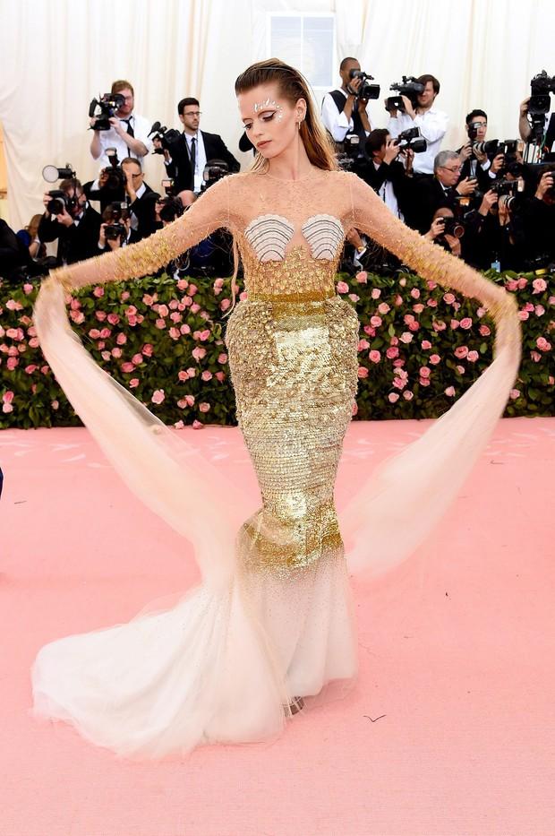 Met Gala 2019 (P2): Kylie và Kendall nổi nhất hội, Kim diện váy chảy nước ảo diệu nhưng bó nghẹt thở - Ảnh 25.