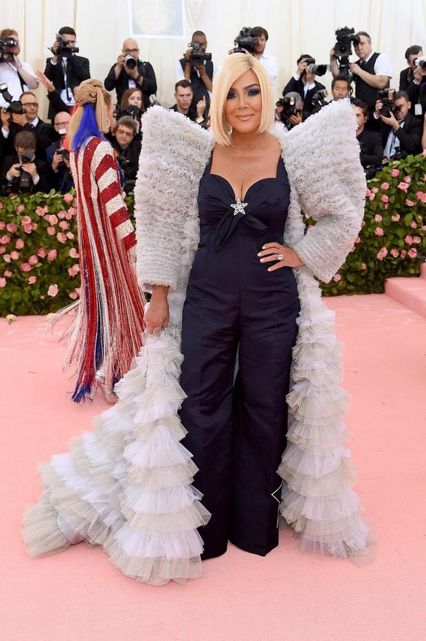 Met Gala 2019 (P2): Kylie và Kendall nổi nhất hội, Kim diện váy chảy nước ảo diệu nhưng bó nghẹt thở - Ảnh 33.