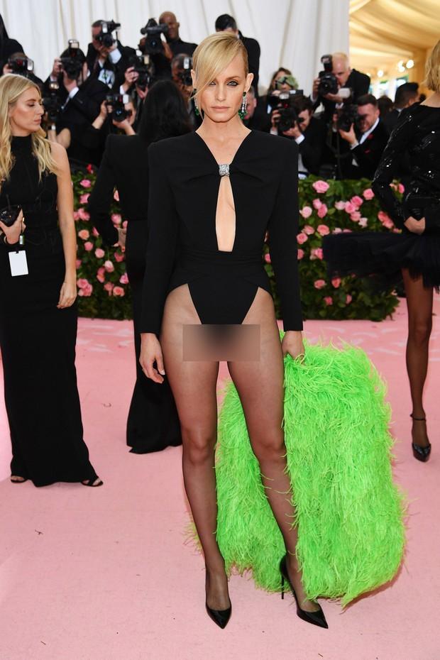 Met Gala 2019 (P2): Kylie và Kendall nổi nhất hội, Kim diện váy chảy nước ảo diệu nhưng bó nghẹt thở - Ảnh 36.