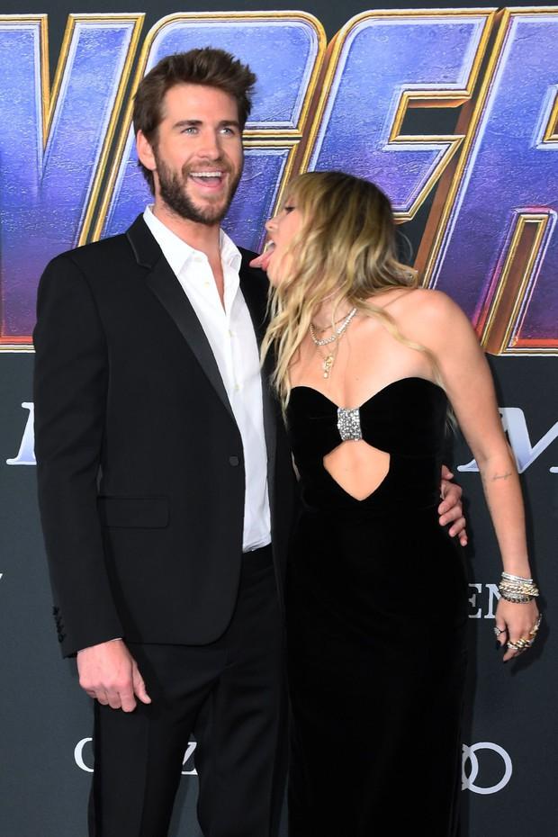 Sở thích mới của Miley Cyrus: Liếm mặt Liam mọi nơi, kể cả tại Met Gala 2019 không tha vì một lý do - Ảnh 2.