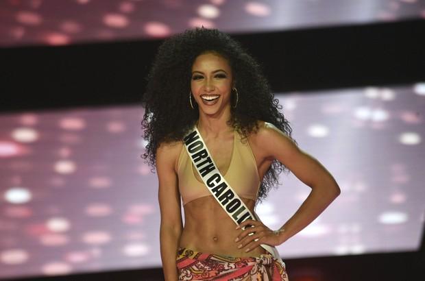 Đối thủ Hoàng Thùy tại Miss Universe 2019: Từ cơ bụng 6 múi đến thành tích cực khủng đủ sức nuốt chửng bất cứ người đẹp nào! - Ảnh 10.