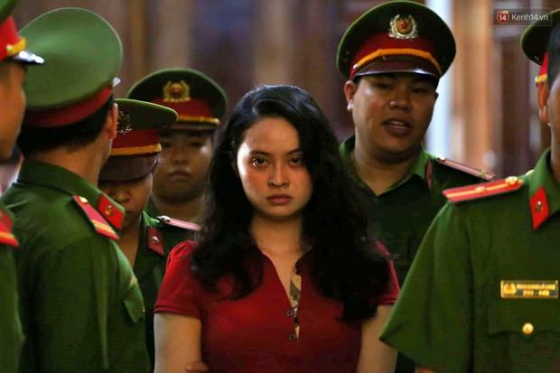 Ngày thứ 2 xét xử Văn Kính Dương và người tình hot girl Ngọc Miu: Các bị cáo liên tục quay lại, đưa mắt nhìn người thân - Ảnh 16.