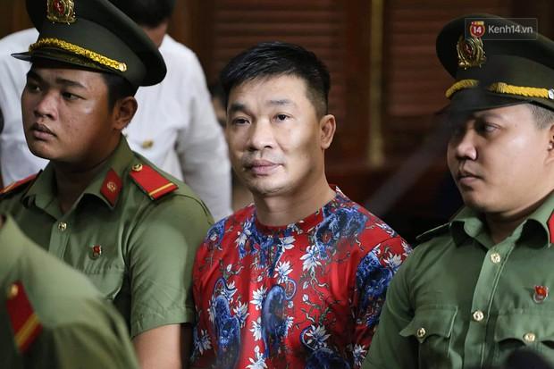 Ngày thứ 2 xét xử Văn Kính Dương và người tình hot girl Ngọc Miu: Các bị cáo liên tục quay lại, đưa mắt nhìn người thân - Ảnh 7.