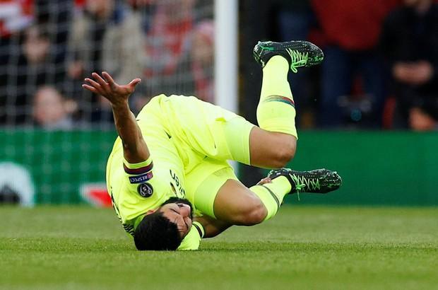 Liên tục đóng kịch bay giữa ngân hà, đồng đội của Messi nhận cơn mưa gạch đá từ cộng đồng mạng - Ảnh 1.