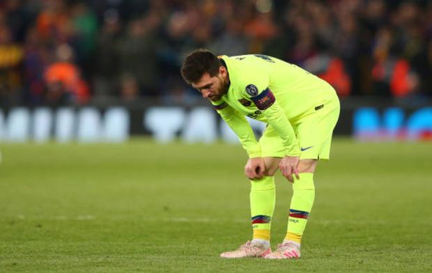 Nhói lòng khoảnh khắc Messi cúi đầu trước niềm vui sướng của hàng vạn fan Liverpool, đau đớn đi vào đường hầm sau thất bại không thể tin nổi - Ảnh 4.