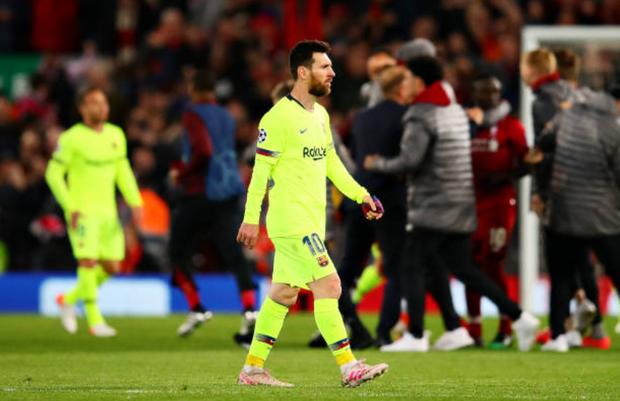 Nhói lòng khoảnh khắc Messi cúi đầu trước niềm vui sướng của hàng vạn fan Liverpool, đau đớn đi vào đường hầm sau thất bại không thể tin nổi - Ảnh 6.