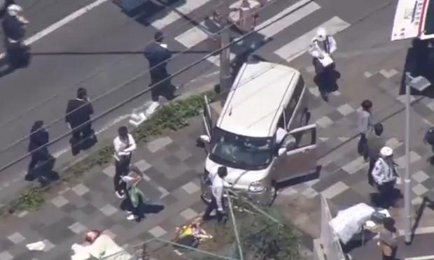 Xe điên đâm học sinh đang sang đường tại Nhật Bản, 2 người chết - Ảnh 1.
