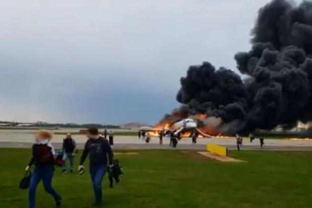 Khách vô ý thức trong tai nạn máy bay Nga có thể bị truy tố - Ảnh 1.